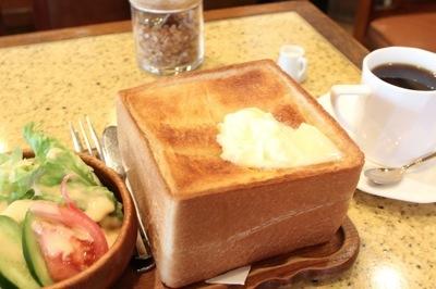 老舗喫茶店で恐るべきカロリー過剰ランチ、その名も「貴族トーストセット」