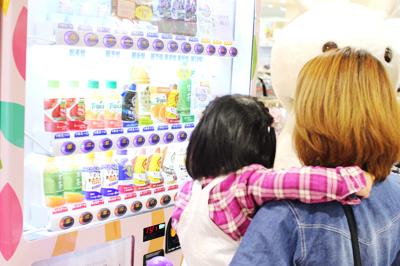 おむつを買える自動販売機が東戸塚に登場!ウェルカムベビープロジェクト おむつ自動販売機 第1号
