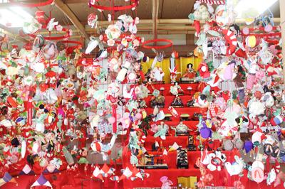 「第8回 平戸つるし飾り雛祭り」地域の女性たちがつくる素朴で愛らしい雛人形に癒される