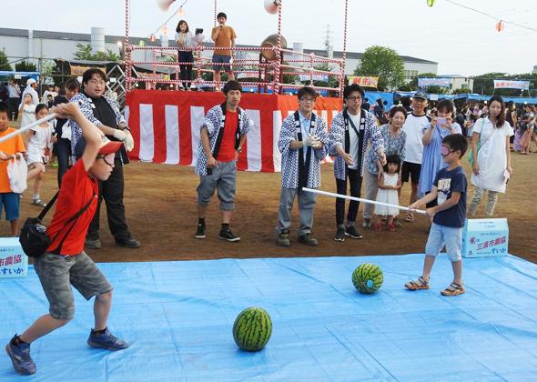 戸塚夏祭り_スイカ割り_web