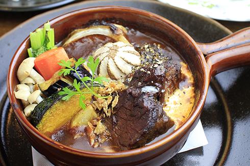 東戸塚の洋食店がディナースタッフを限定募集 ビーフシチューと燻製「あん・じゅーる」